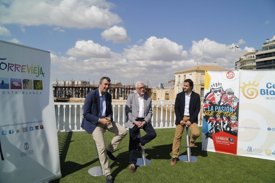 Torrevieja se prepara para albergar la salida de la Vuelta Ciclista a España 6