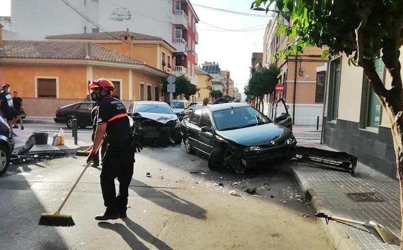 Aparatoso accidente de tráfico en el centro de Almoradí 6