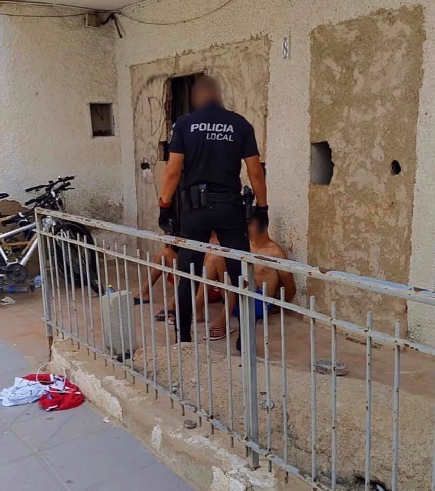 La Policía Local de Pilar de la Horadada identifica y expulsa a dos 'okupas' 6