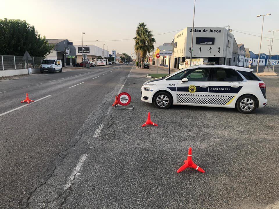 La Policía Local de Catral detiene a dos presuntos ladrones y evita un robo en un establecimiento de la localidad 6