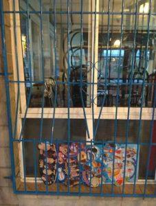 La Policía Local de Catral detiene a dos presuntos ladrones y evita un robo en un establecimiento de la localidad 7