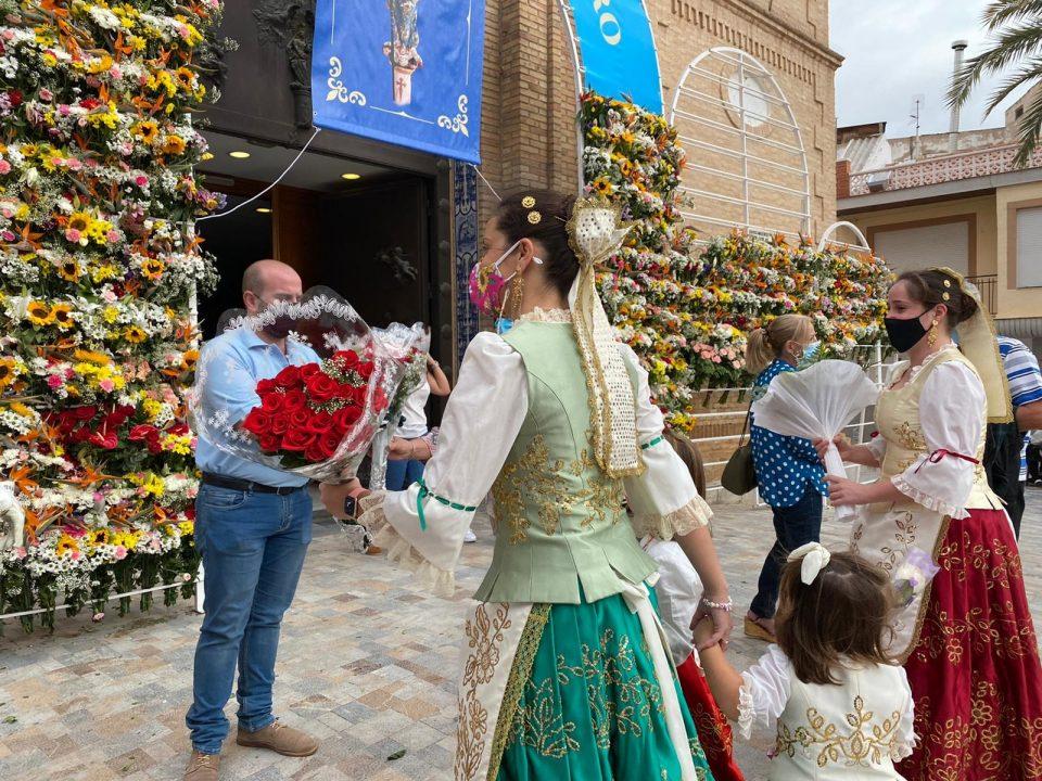 Pilar de la Horadada celebra una atípica ofrenda a la Patrona 6