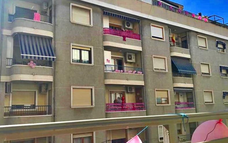 La calle Aragón de Orihuela se viste de rosa por el Cáncer de Mama 6