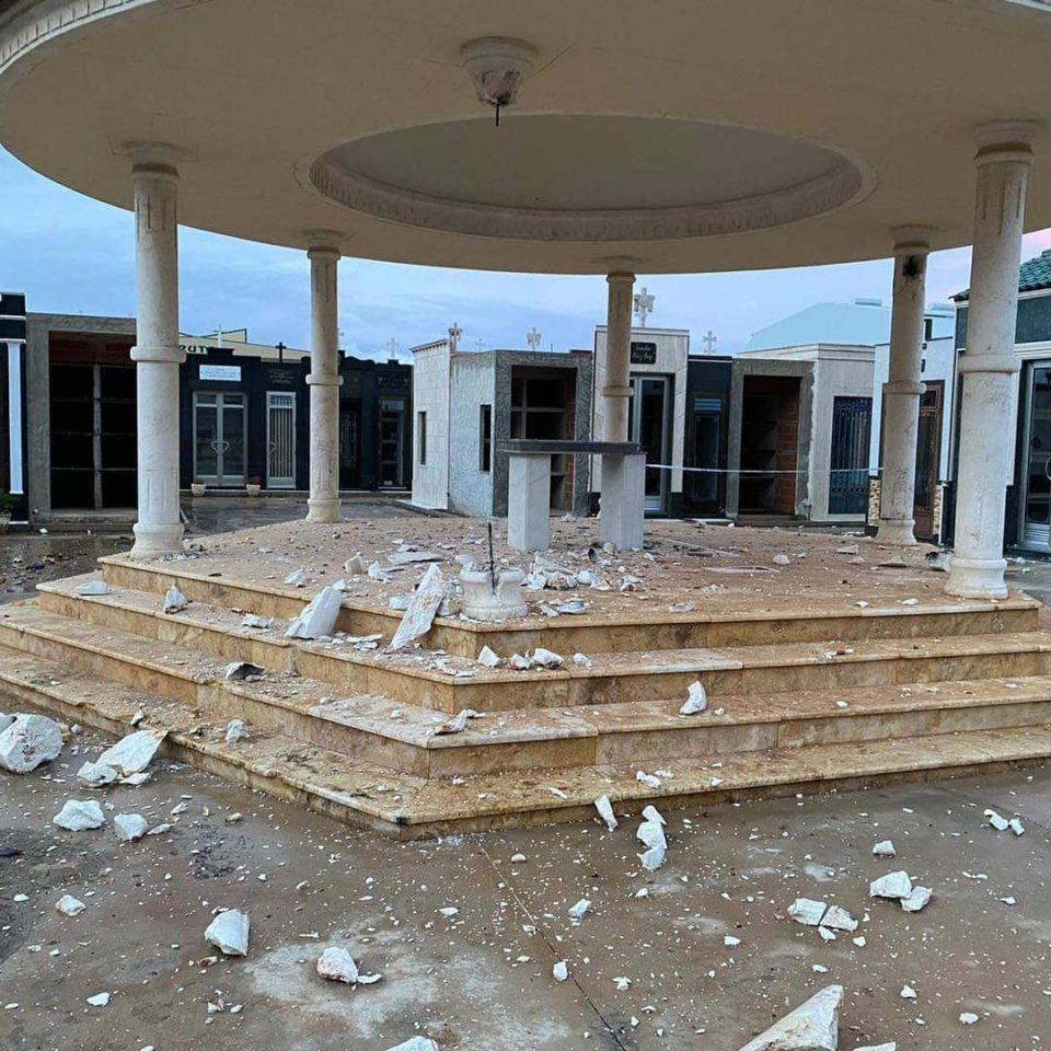 Cae un rayo en la cúpula del cementerio de Cox 6