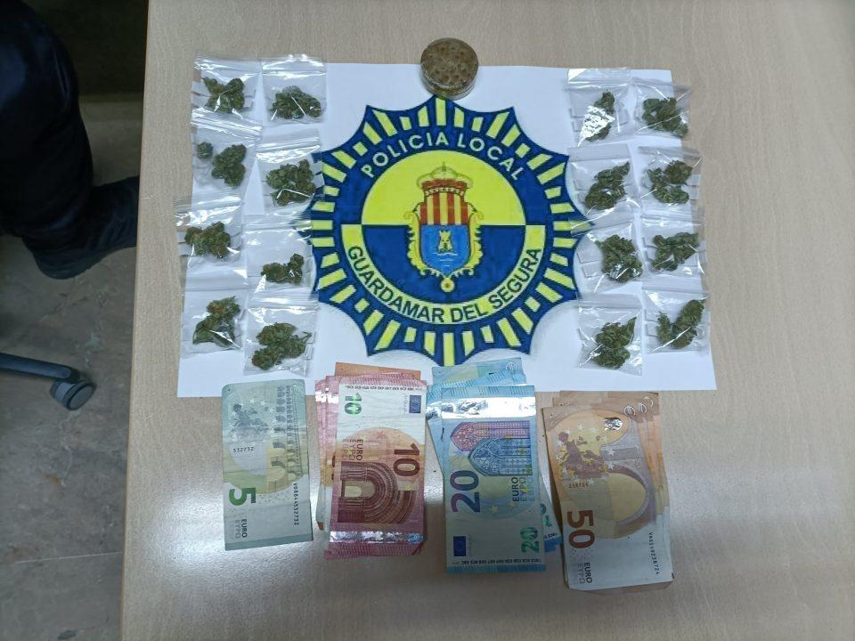 Un detenido y dos sancionados por tráfico de drogas en Guardamar del Segura 6