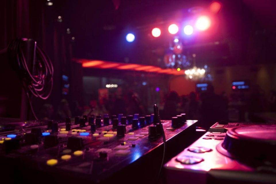 Los pubs y discotecas reabren en horario diurno 6