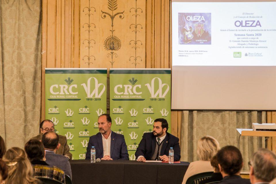 Gonzalo Montoya convierte en poesía la presentación de la revista Oleza 6