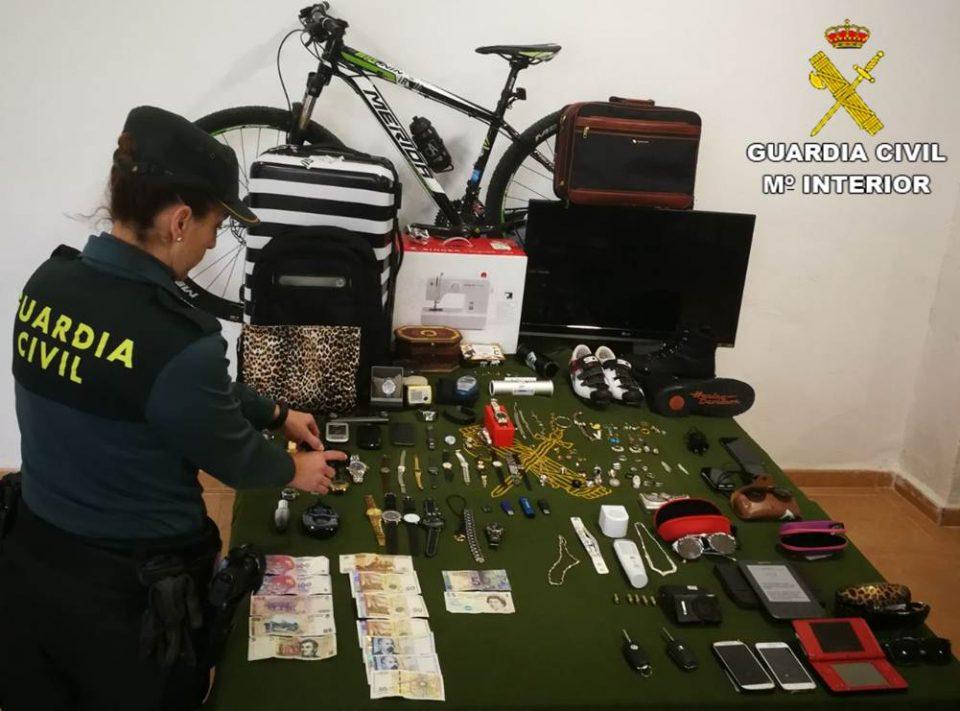 Detienen en Torrevieja a una familia dedicada al robo de viviendas 6