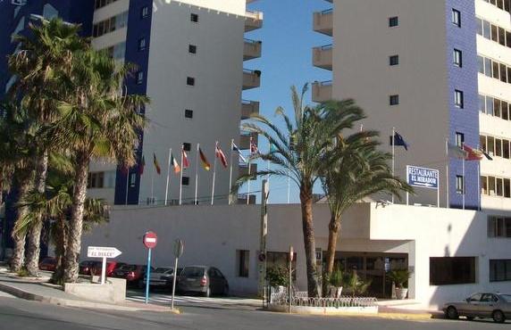 Bomberos auxilian a un hombre con un testículo atrapado en la silla de un hotel de Torrevieja 6