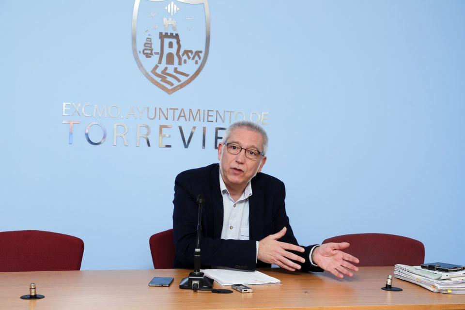 Torrevieja abre expediente a la empresa del mantenimiento de los colegios 6