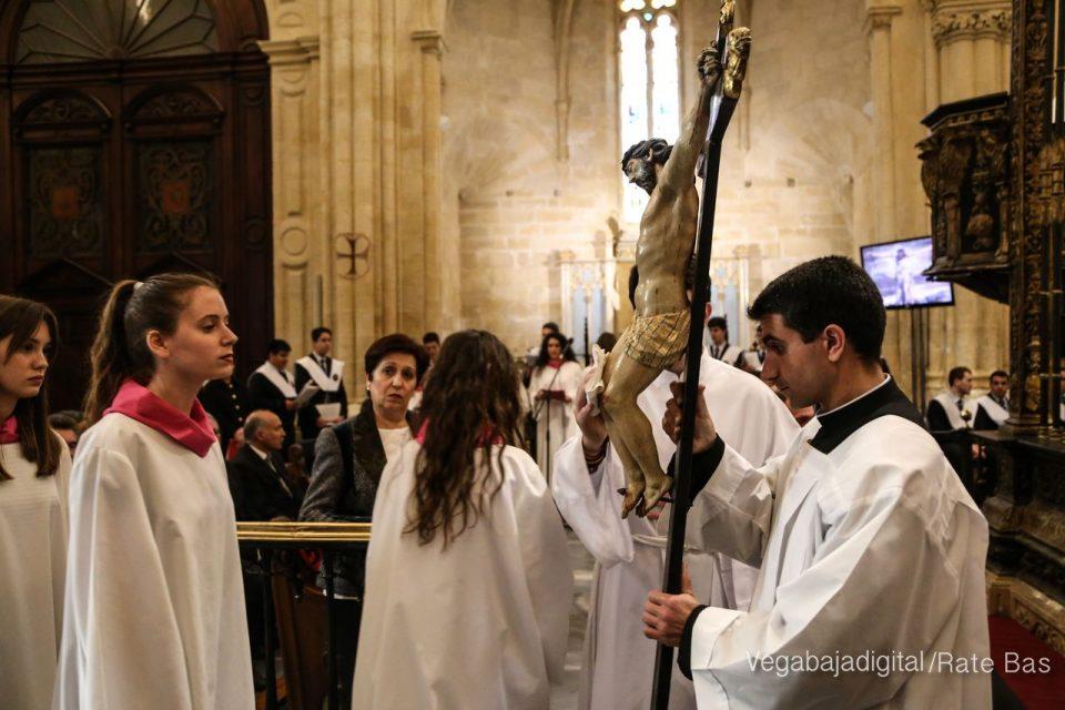 La Misa de Oficios de Viernes Santo en Imágenes 6
