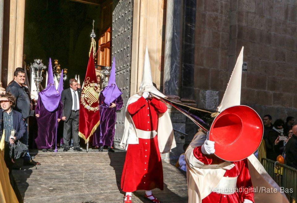 La Procesión del Viernes Santo reúne a miles de personas en Orihuela 6