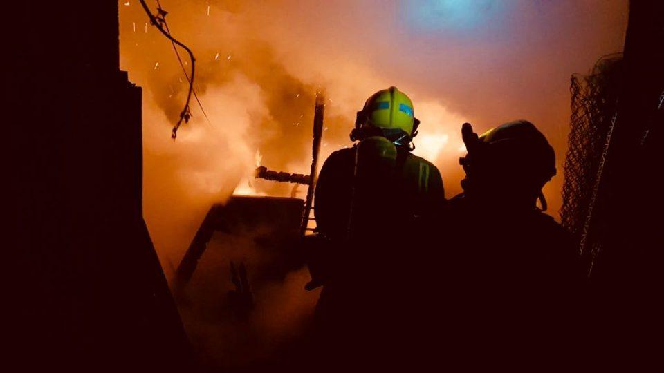 Las llamas calcinan una casa de campo en Cox 6