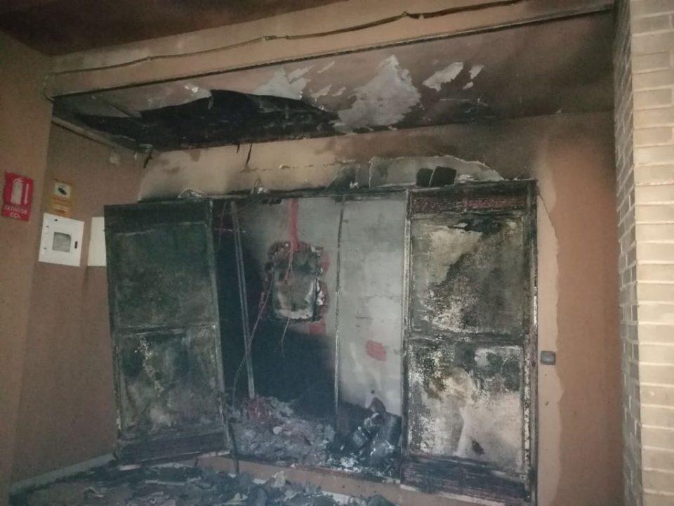 Un incendio obliga al desalojo de una veintena de residentes en Orihuela Costa 6