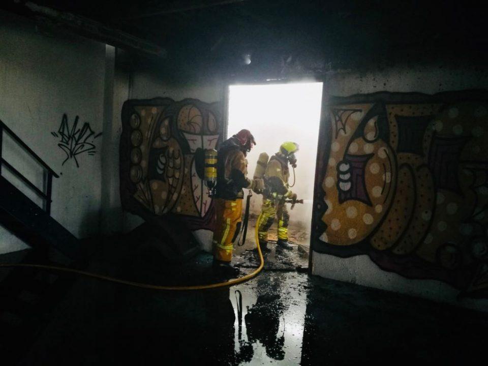 Arde una nave industrial abandonada en el polígono de Torrevieja 6