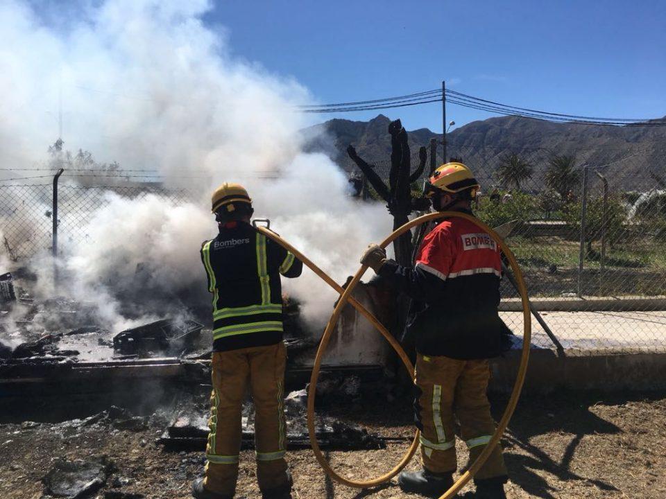 Incendio de una caseta de madera en Granja de Rocamora 6