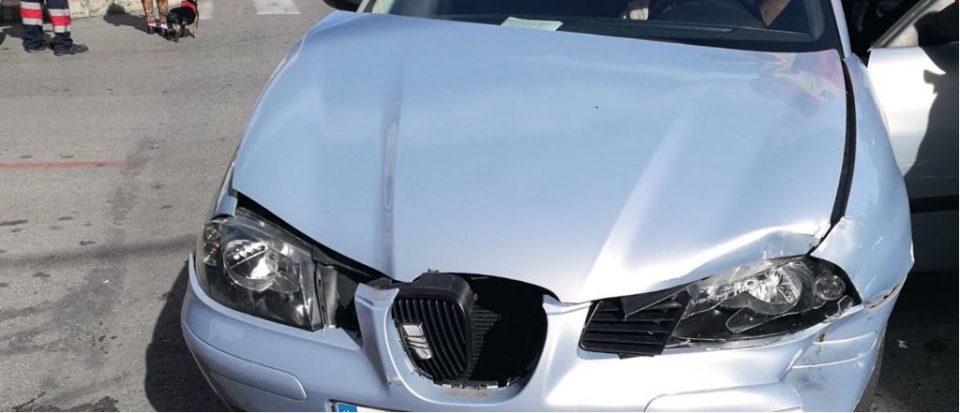 Herida una mujer tras una colisión entre dos vehículos 6