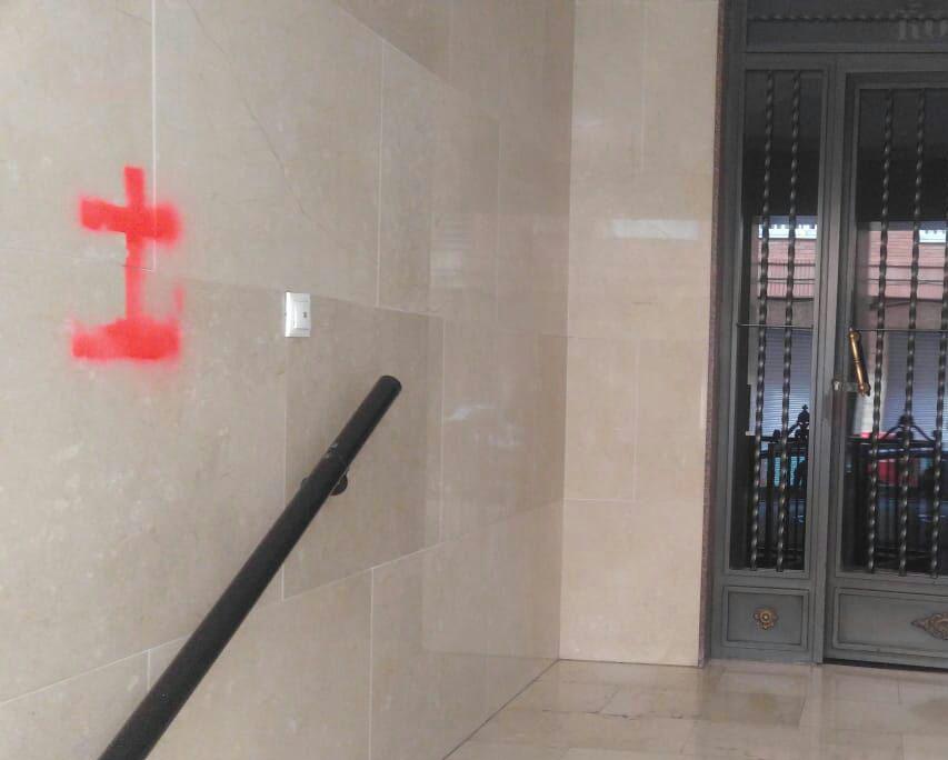 Dos ediles sufren pintadas alusivas a la Cruz de los Caídos en su domicilios 6