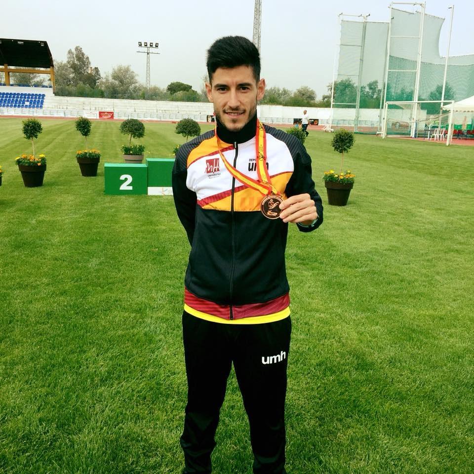 Álex García gana el bronce universitario en 10.000 6