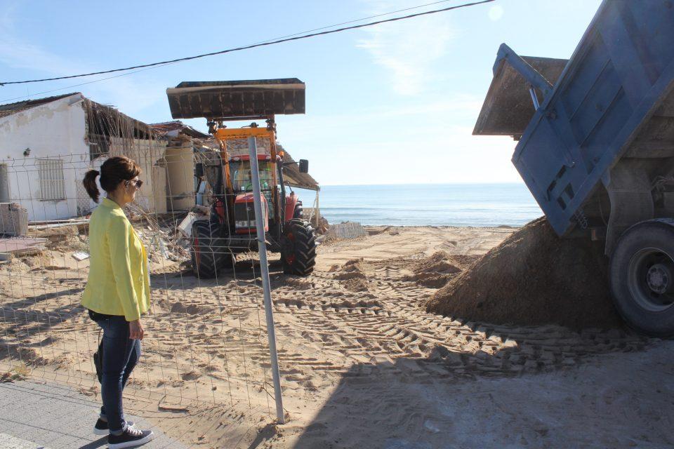 Guardamar regenera sus playas con 3000 m3 de arena 6
