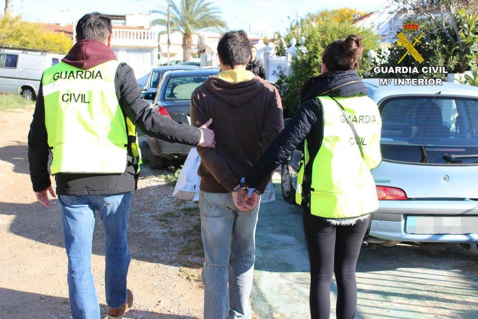 Detenidos dos hermanos en Torrevieja por corrupción de menores 6