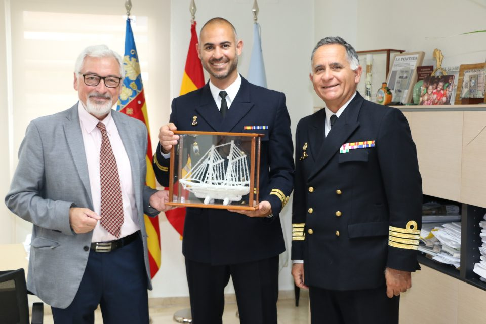 """El alcalde de Torrevieja recibe a los Comandantes del buque """"Antares"""" 6"""