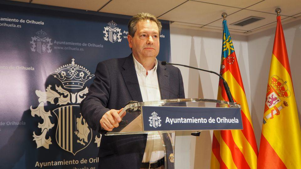 Paco Sáez defiende al área de Contratación en el asunto de los Chiringuitos 6