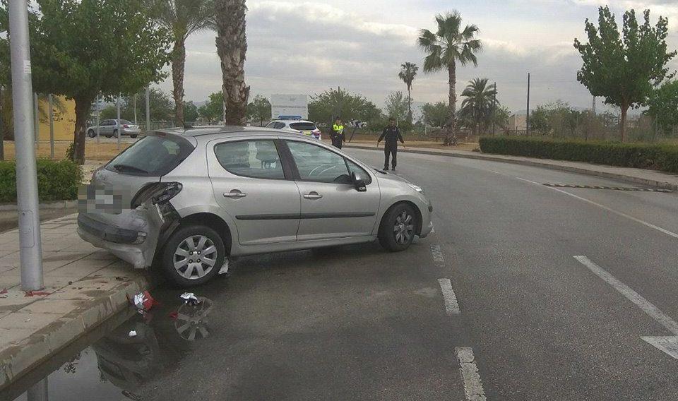 """El """"aquaplaning"""" provoca un accidente en Ociopía 6"""
