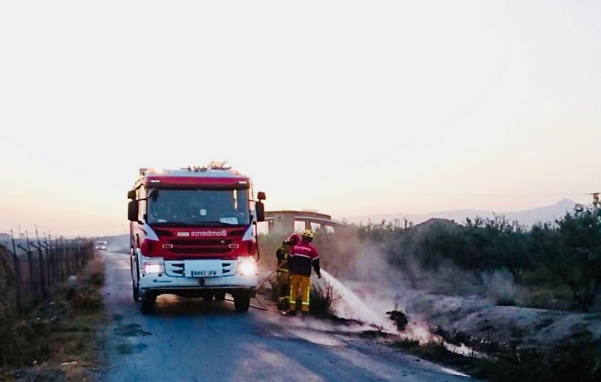 Un incendio calcina 500 m2 de matorral en Granja de Rocamora 6