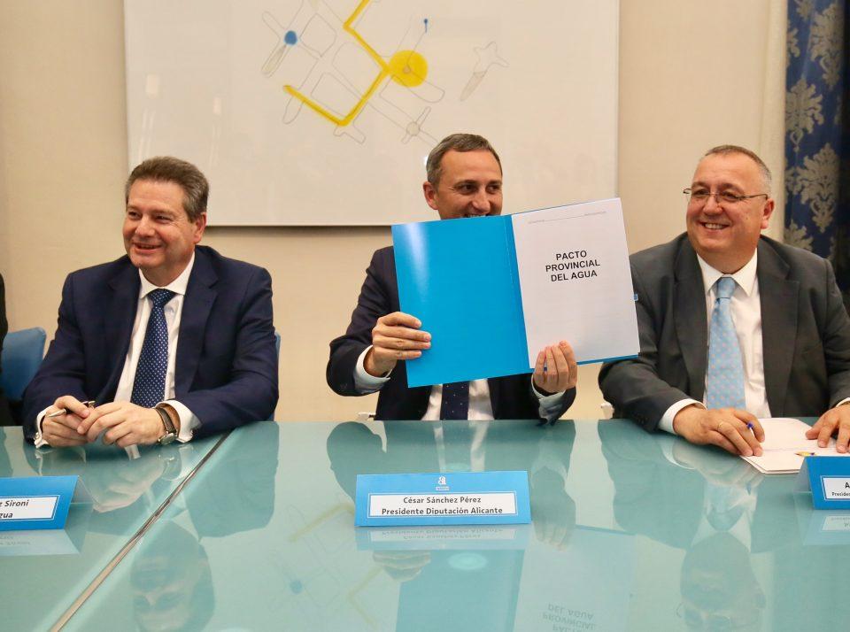 Políticos, regantes, universidades y Cámara de Comercio firman el Pacto Provincial del Agua 6