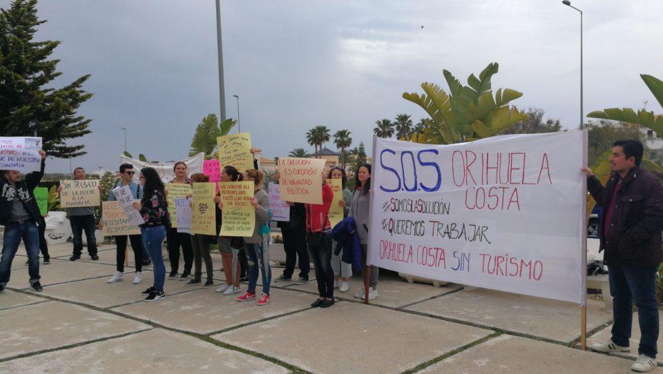 Los trabajadores de los chiringuitos exigen la reanudación del servicio 6