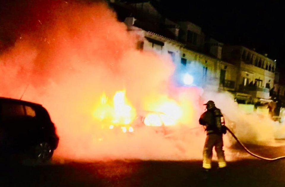 Un incendio calcina cuatro vehículos en Torrevieja 6