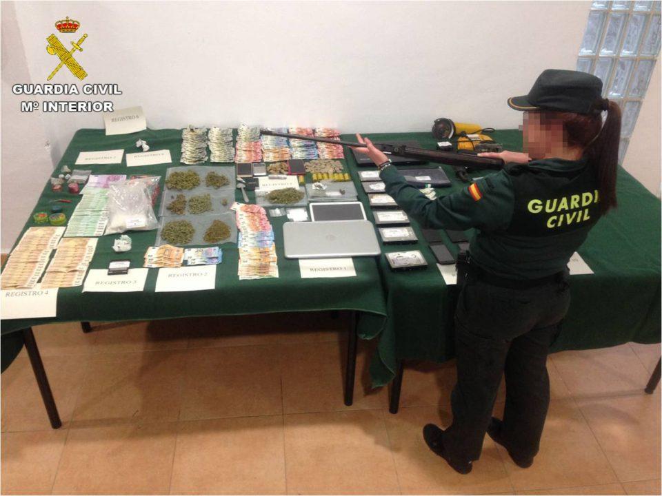 Desmantelada una banda criminal en Torrevieja dedicada al tráfico de droga 6