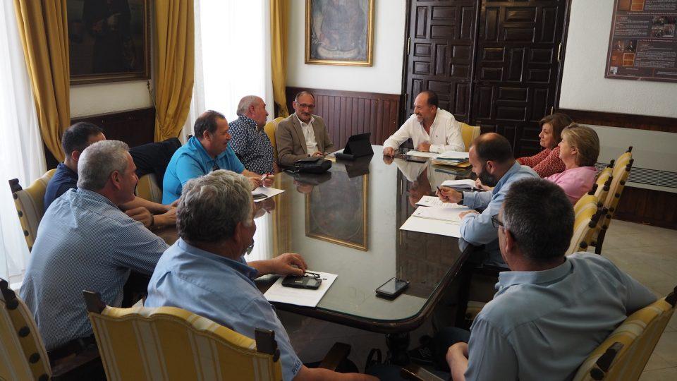 El alcalde de Orihuela se reúne con los trabajadadores de la limpieza viaria 6