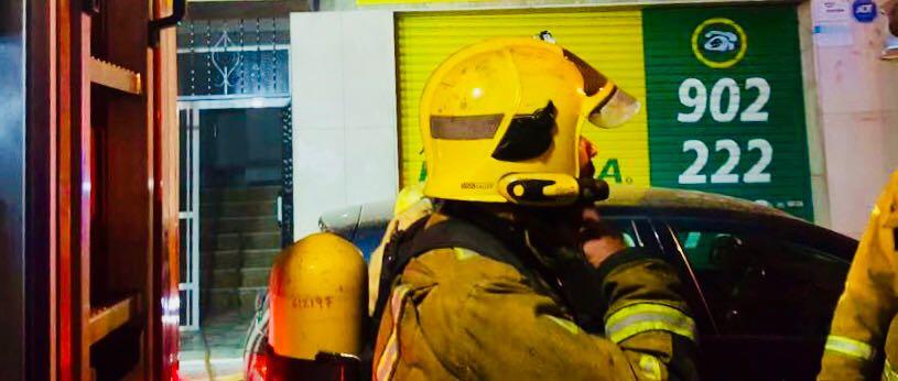 Una furgoneta se incendia en el peaje de La Zenia 6