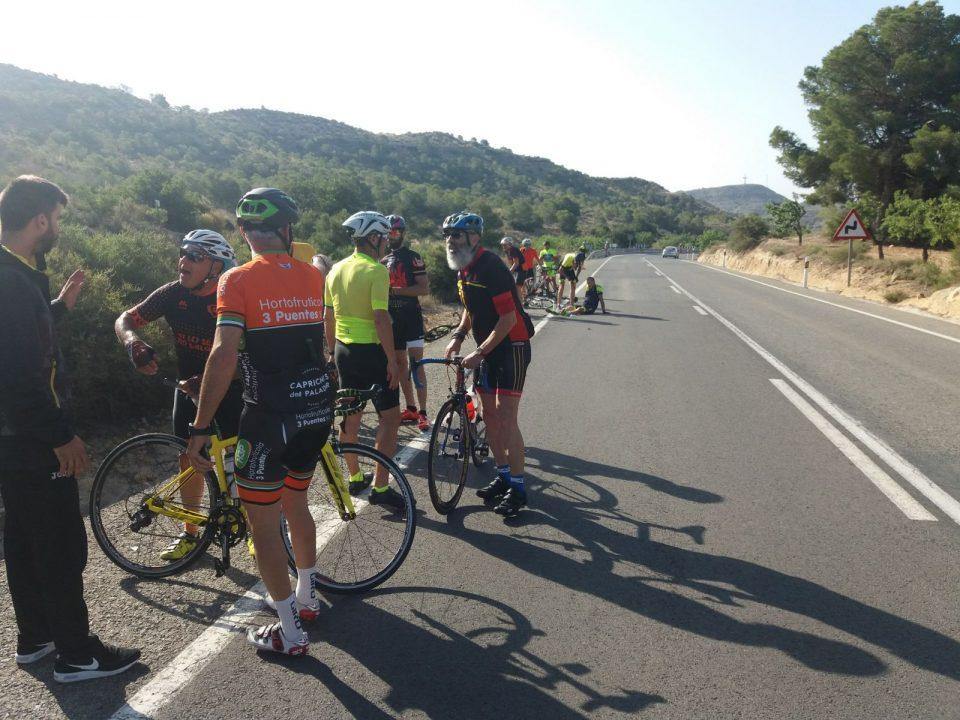 Cinco ciclistas oriolanos son arrollados por una moto en Aspe 6