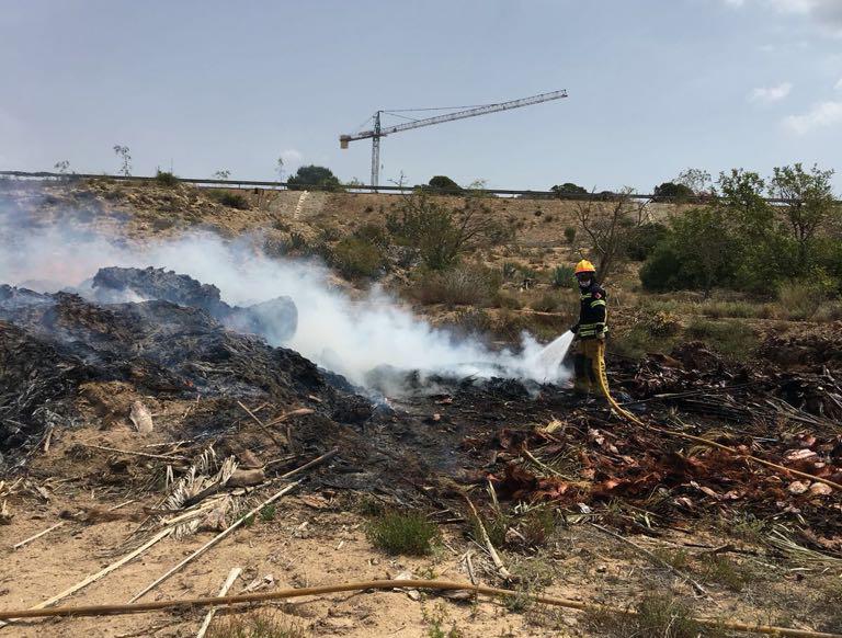 Un incendio arrasa 1.000 m2 de pinar en Torrevieja 6