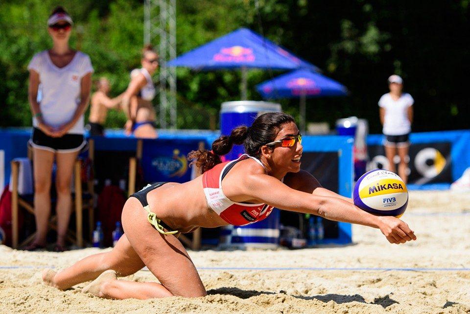 La oriolana Paula Soria se proclama campeona de España de voley playa 6
