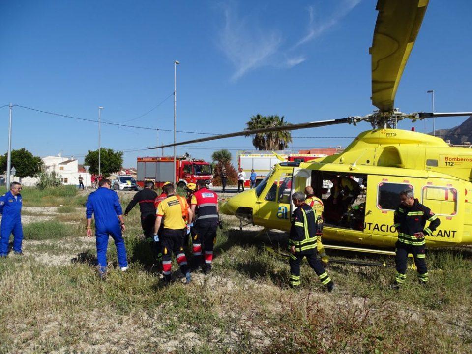 Un helicóptero rescata a un escalador en la sierra de Redován 6