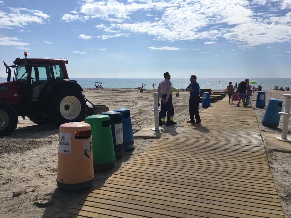 Limpieza Viaria y RSU trabaja para eliminar los plásticos en las playas 6