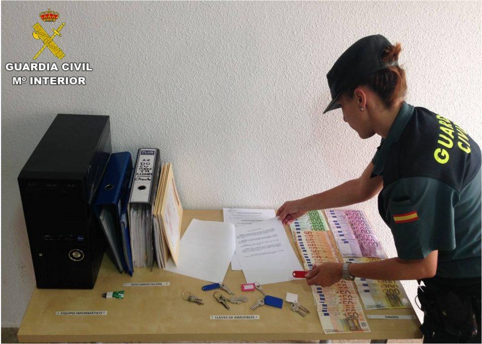 Detienen a tres personas en Torrevieja por estafar a una decena de personas 6