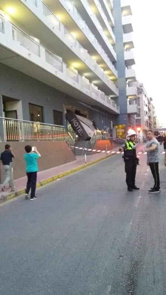 Se derrumba la cornisa principal del Hotel Fontana en Torrevieja 6
