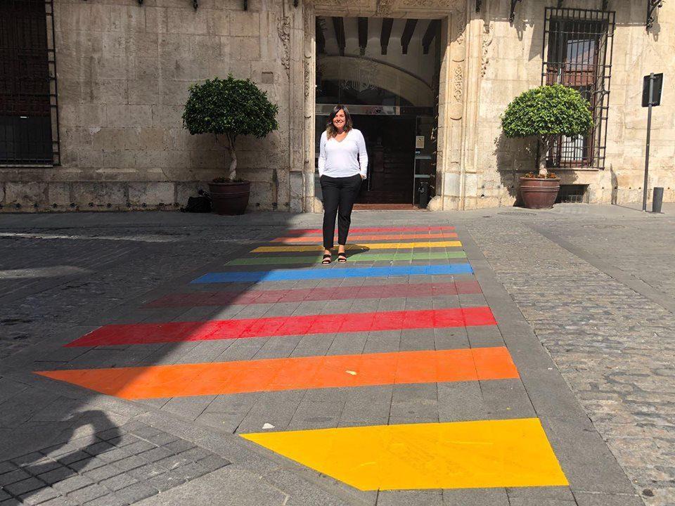 Orihuela luce 13 pasos de peatones con la bandera arcoíris 6