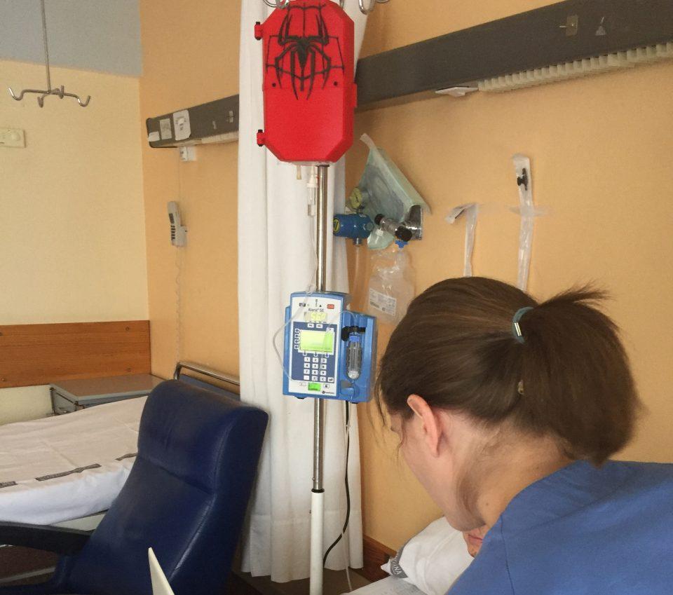 Los superhéroes llegan a la planta de Pediatría del Hospital Vega Baja 6