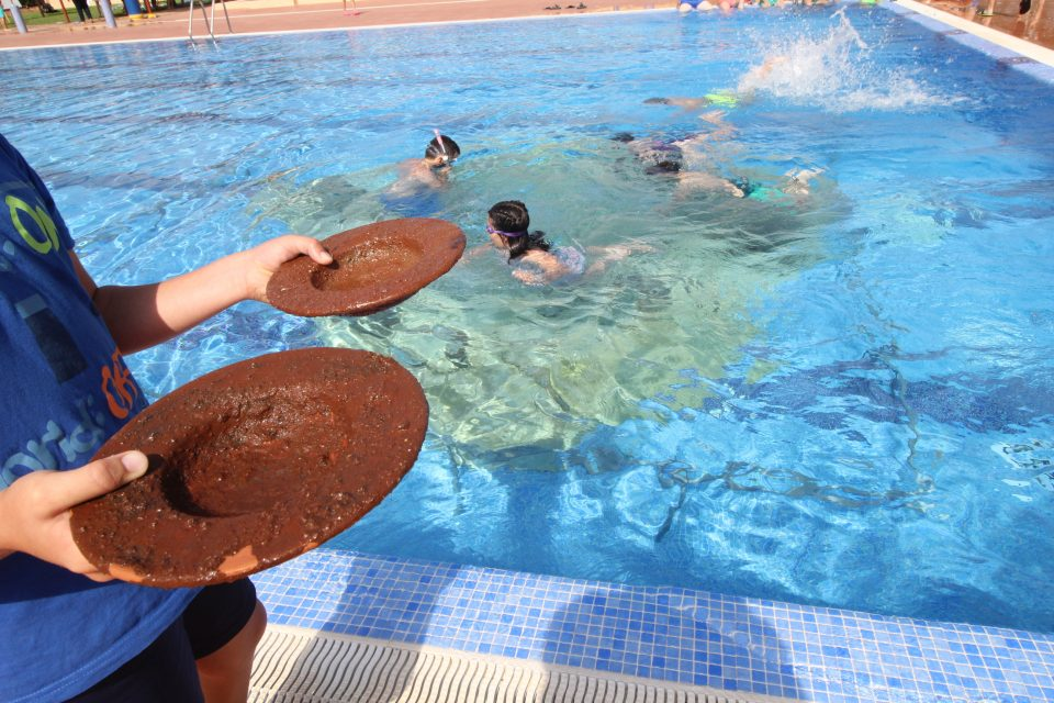 Escolares de Guardamar participan en un taller de arqueología bajo el agua 6