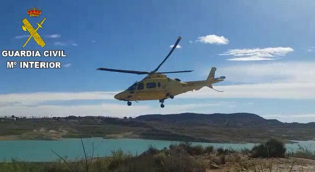 Rescatan a un ciclista tras caer junto al embalse de La Pedrera 6
