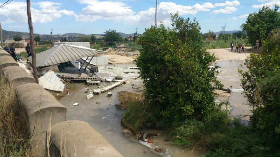 Un rotura en los tubos del trasvase inunda varios huertos 6