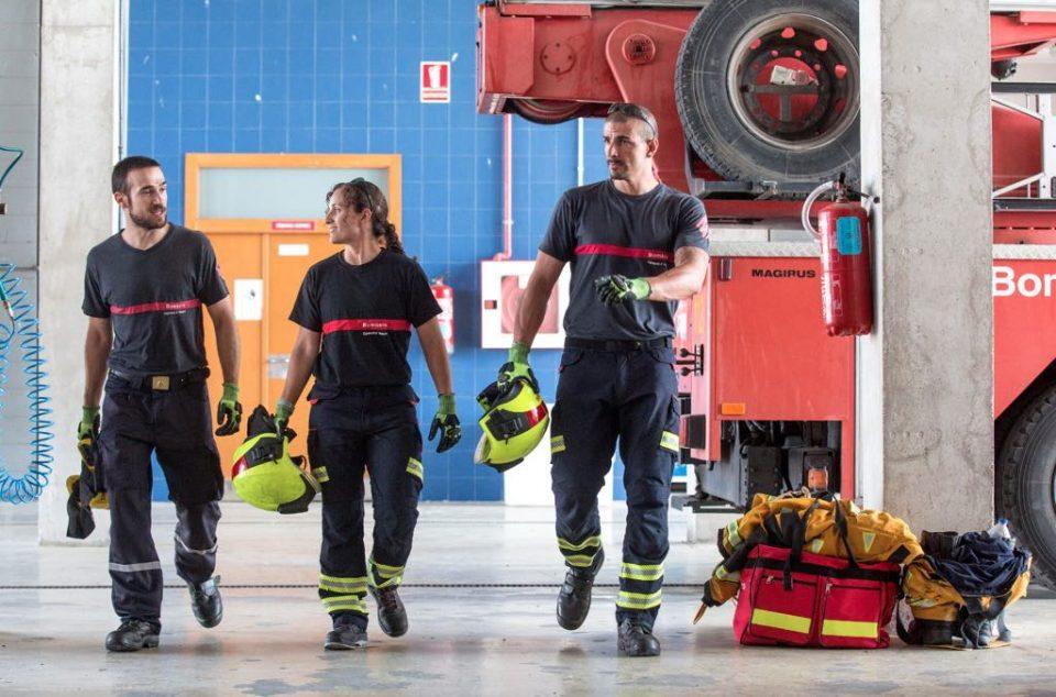 Los Bomberos extinguen el fuego de un restaurante en Pilar de la Horadada 6