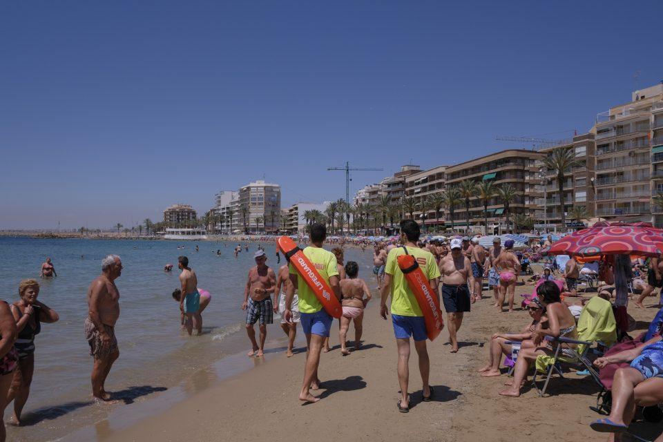 Comienza el servicio de socorrismo en las playas de Torrevieja 6