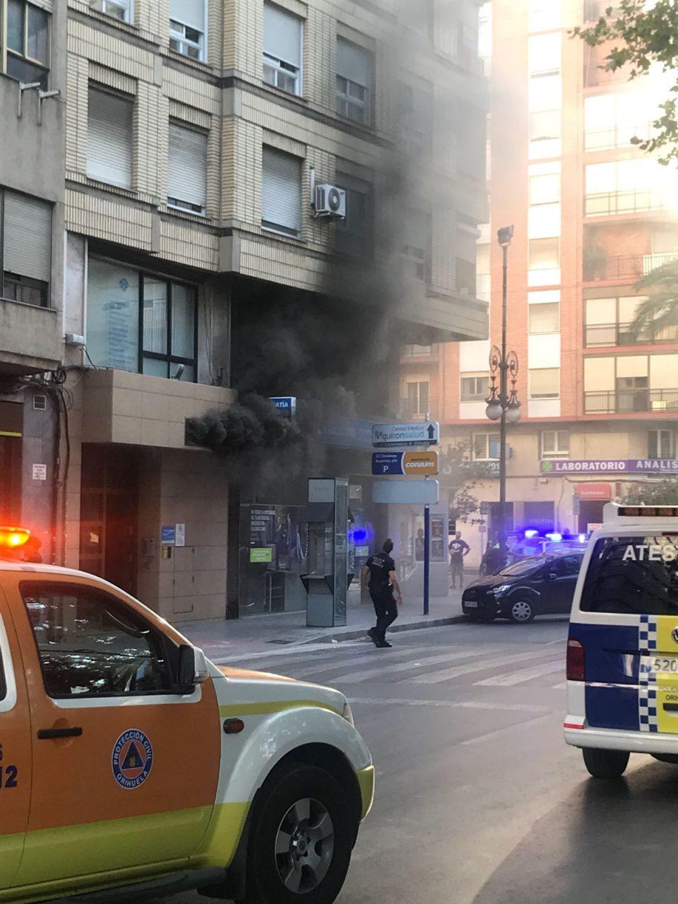 Incendio en el cuadro de luces de un edificio en el centro de Orihuela 6